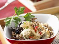 Glasnudelsalat mit Pilzen und Hackfleisch