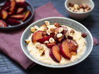 Glutenfreies Porridge mit gerösteten Pflaumen Rezept