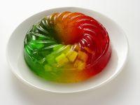 Götterspeise mit Früchten
