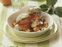 Gratinierte Schweinefilets mit Speckwickel und Äpfeln