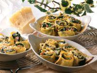 Gratinierte Spinat-Pfannkuchen-Rollen Rezept