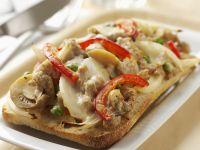 Gratiniertes Weißbrot mit Hähnchen und Champignons Rezept