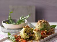 Grieß-Klöße mit Nussbröseln und Tomatenwürfeln Rezept