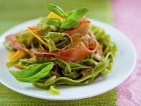 Grüne Nudeln mit Kürbis und Schinken Rezept