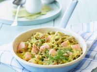 Grüne Pasta mit Lachssoße