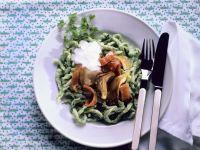 Grüne Spätzle mit Schinken und Pilzen