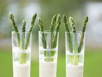 Grüner Spargel mit Estragon-Zitronen-Dip Rezept