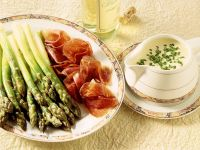 Grüner Spargel mit Sauce Hollandaise Rezept