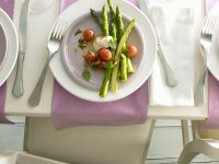 Grüner Spargel mit Tomaten Rezept