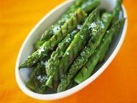 Grüner Spargel vom Grill Rezept