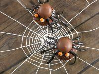 Gruselige Cupcakes mit Spinnen Rezept