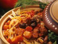 Gulasch mit Paprika und Pilzen