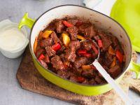 Gulasch mit Paprika und saurer Sahne Rezept