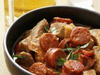 Gulasch mit Paprikawurst und Bauchspeck Rezept