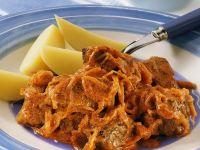 Gulasch mit Sauerkraut Rezept
