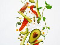 Gurken-Avocadosalat mit Lachs Rezept