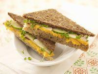 Gurkensandwiches mit Linsenpüree Rezept