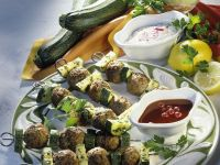 Hackfleisch-Spieße mit Zucchini