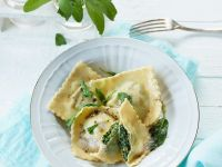 Hackfleisch-Spinat-Teigtaschen in zerlassener Butter Rezept