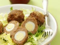 Hackfleischklößchen mit Wachtelei gefüllt Rezept
