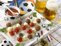 Hackfleischspieße mit Tomate und Mozzarella zum Fußballspiel Rezept