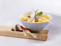 Hähnchen-Kokosmilchsuppe mit Curry Rezept