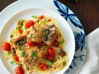 Hähnchen mit Kräutern, Tomaten und Nudeln Rezept