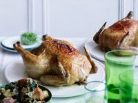 Hähnchen mit Spinat-Brotsalat Rezept