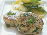 Hähnchen-Pilz-Buletten mit Kartoffelsalat Rezept