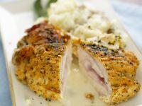 Hähnchen mit Cordon-Bleu-Füllung dazu Knoblauchpüree Rezept