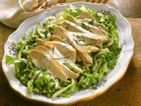 Hähnchenbrust auf Gemüsesalat