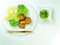 Hähnchenfilet mit Salat und Chips Rezept
