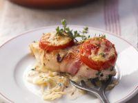 Hähnchenfilet mit Speckmantel und Tomaten Rezept