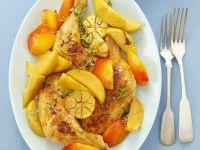 Hähnchenkeulen aus dem Ofen mit Nektarinen und Knoblauch Rezept