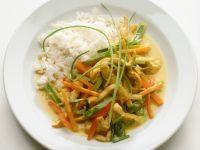 Hähnchenstreifen mit Gemüse und Kokossoße aus dem Wok, dazu Reis Rezept