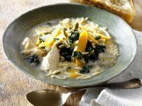 Hähnchensuppe mit Risoni, Grünkohl und Karotten Rezept