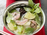 Hähnchensuppe mit Zitronengras und Limetten