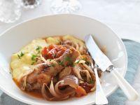 Hähnchenteile in Tomatensauce mit Püree Rezept