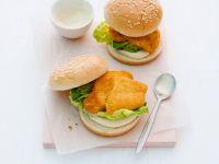 Hänchenburger mit Mayo und Salat