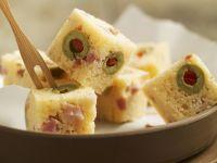 Häppchen aus Olivenkuchen Rezept
