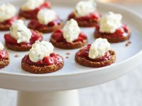 Haferplätzchen mit Tomatenchutney und Frischkäse Rezept