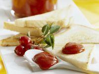 Hagebuttenmus mit Toast Rezept