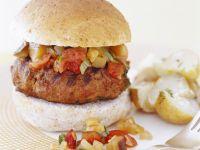 Hamburger mit Putenpatty, Gemüse und Kartoffeln Rezept