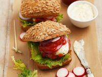 Hamburger mit Tartar und Tartarensauce Rezept
