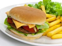 Haben auch Hamburger, Pommes frites & Co. Nährstoffe?