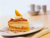 Haselnusstorte mit Aprikosenfüllung Rezept