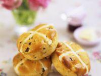 Hefebrötchen mit Rosinen aus England Rezept