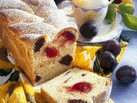 Hefekuchen mit Mandeln und Pflaumen Rezept