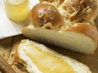 Hefezopf mit Butter und Honig Rezept