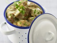 Helles Ragout aus Kalbsfleisch (Blanquette de veau) Rezept